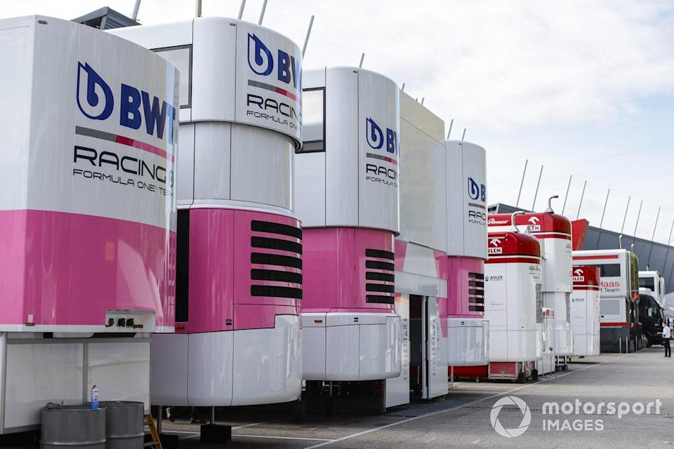 "Les motorhomes Racing Point dans le paddock<span class=""copyright"">Glenn Dunbar / Motorsport Images</span>"