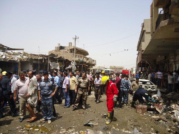 Iraqi rescue and security personnel look at the destruction following a truck bomb in a crowded market in Diwaniya, which killed at least 25 people, on July 3, 2012 (AFP Photo/)