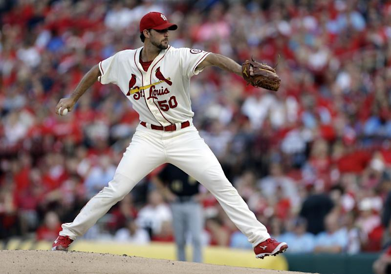 Wainwright moves Cards into first in NL Central