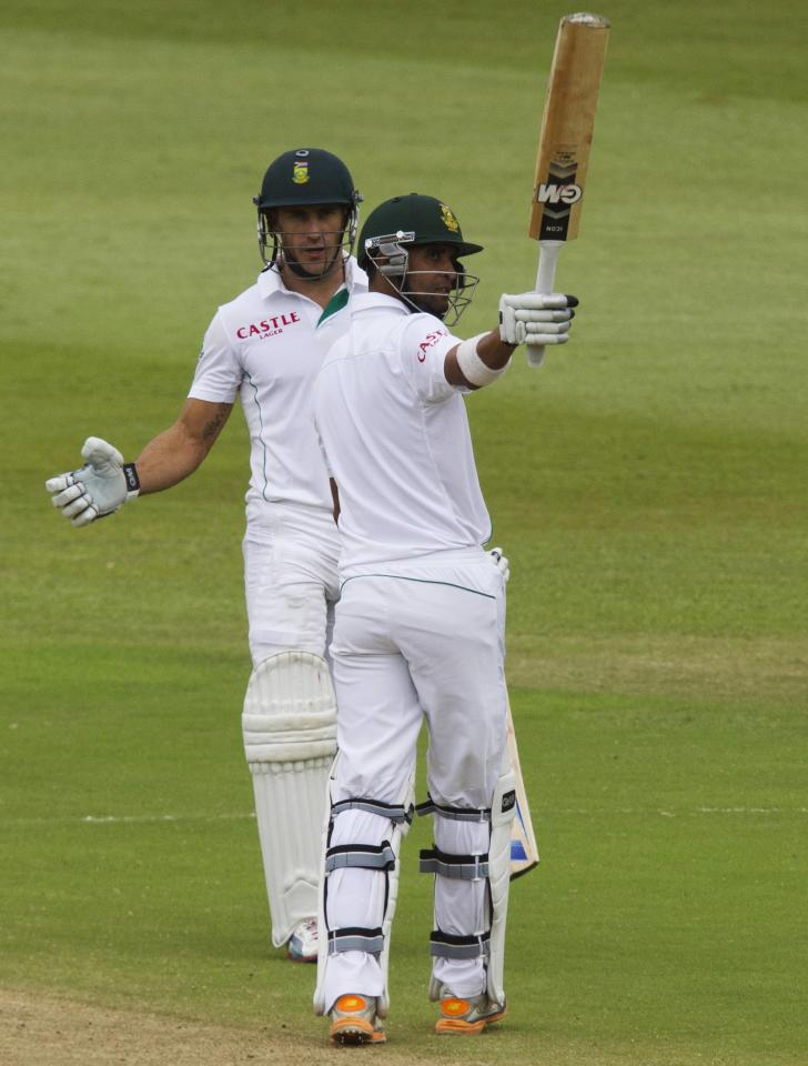 South Africa's Robin Peterson celebrates scoring a half century with teammate Faf du Plessis looking on during the fourth day of the second test cricket match against India in Durban, December 29, 2013. REUTERS/Rogan Ward (SOUTH AFRICA - Tags: SPORT CRICKET)