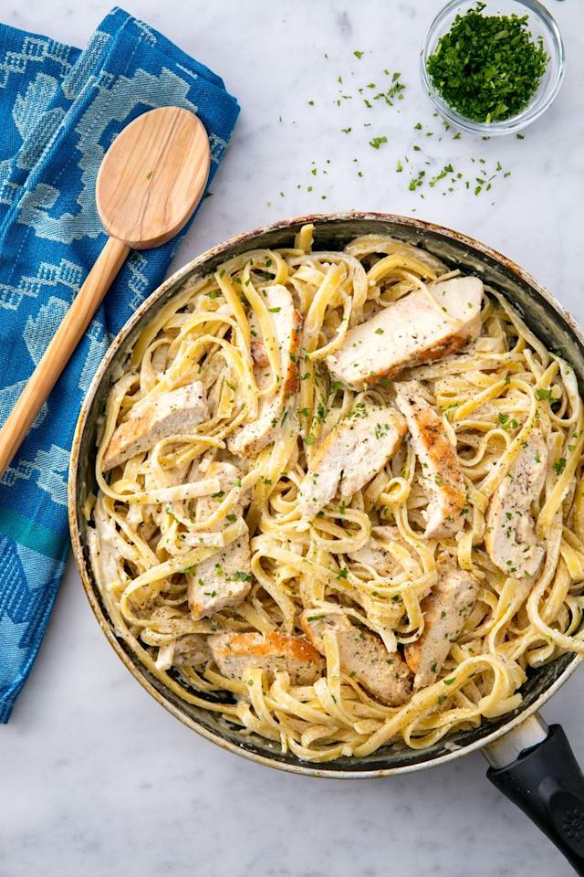 "<p>This is the easiest, creamiest chicken alfredo you will ever make.</p><section></section><p>Get the recipe from <a href=""https://www.delish.com/cooking/recipe-ideas/recipes/a53695/one-pot-chicken-alfredo-recipe/"" target=""_blank"">Delish</a>.</p>"