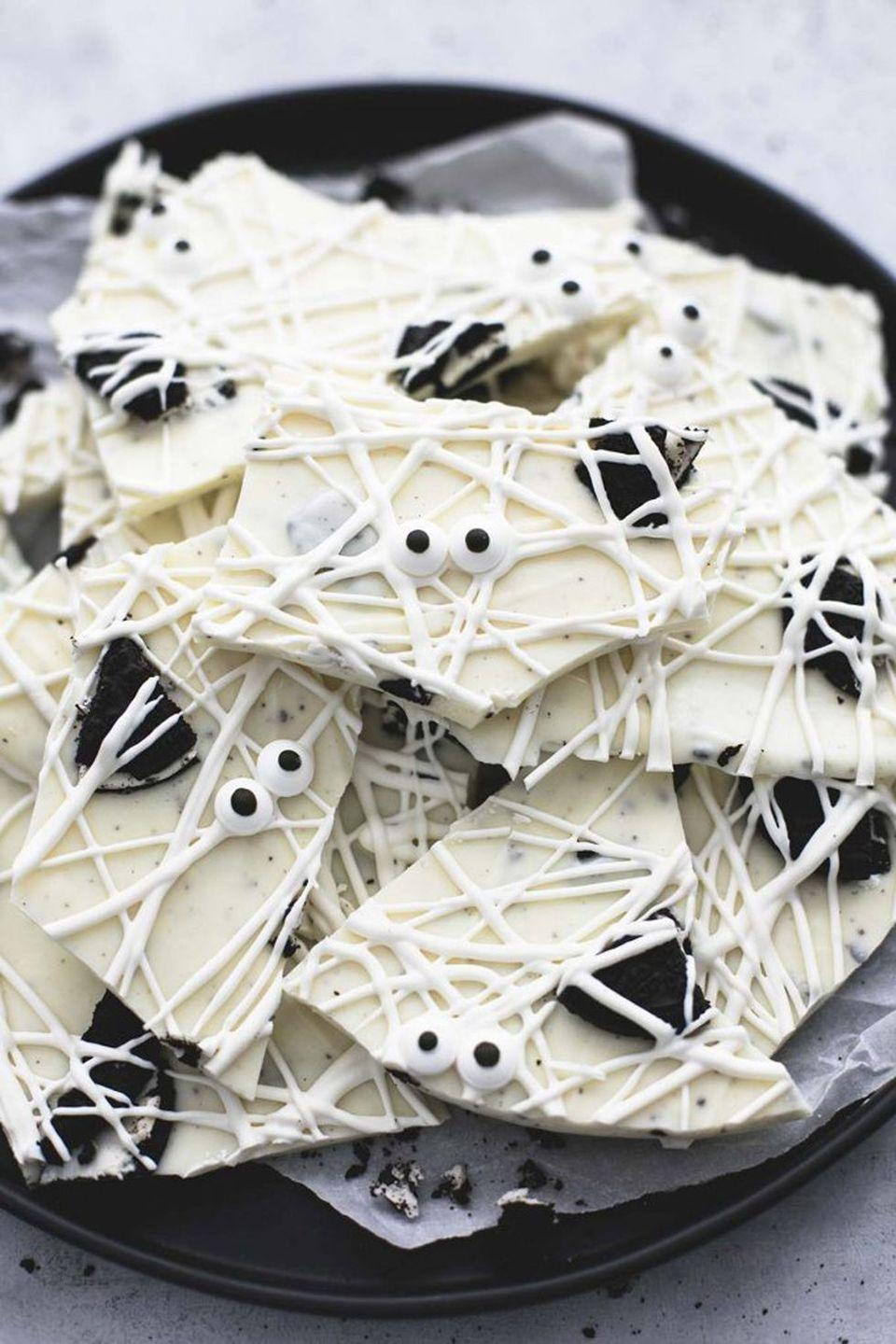 """<p>Got the three ingredients involved here...and just 15 minutes? Then you'll be able to put a plate of this beautiful Halloween dessert in front of your kids before they can say, """"Boo!""""</p><p><strong>Get the recipe at <a href=""""https://www.lecremedelacrumb.com/3-ingredient-cookies-n-cream-mummy-bark"""" rel=""""nofollow noopener"""" target=""""_blank"""" data-ylk=""""slk:Creme de la Crumb"""" class=""""link rapid-noclick-resp"""">Creme de la Crumb</a>.</strong></p><p><a class=""""link rapid-noclick-resp"""" href=""""https://go.redirectingat.com?id=74968X1596630&url=https%3A%2F%2Fwww.walmart.com%2Fip%2FThe-Pioneer-Woman-Classic-Charm-16-Inch-Rectangular-Platter-Blue%2F975428930&sref=https%3A%2F%2Fwww.thepioneerwoman.com%2Ffood-cooking%2Fmeals-menus%2Fg32110899%2Fbest-halloween-desserts%2F"""" rel=""""nofollow noopener"""" target=""""_blank"""" data-ylk=""""slk:SHOP PLATTERS"""">SHOP PLATTERS </a></p>"""