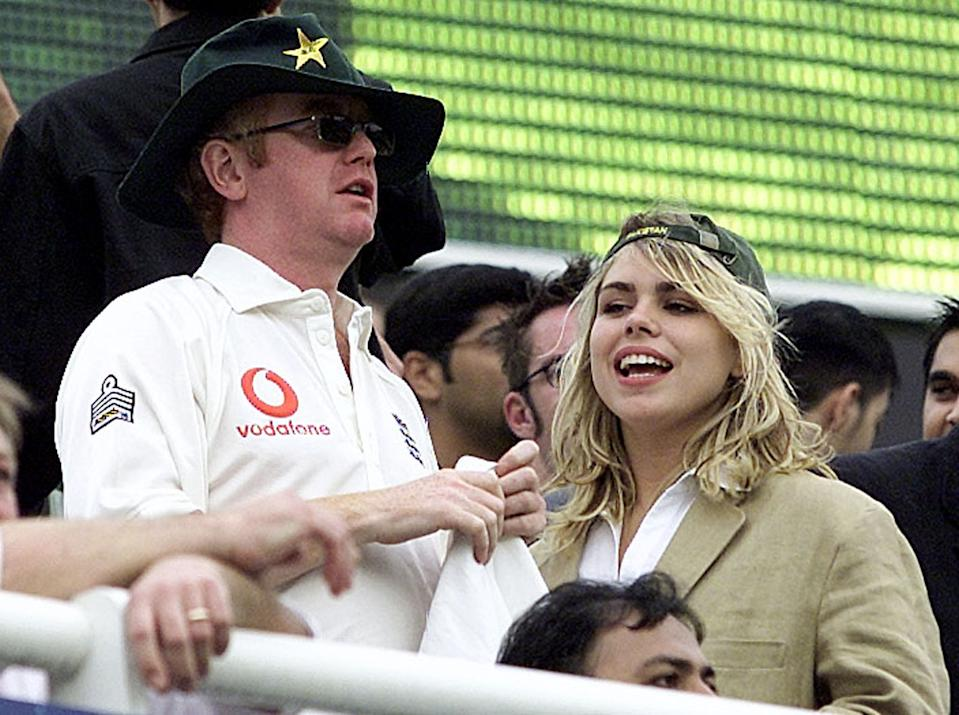 BRITISH MEDIA CELEBRITY CHRIS EVANS AND HIS WIFE POP STAR BILLIE PIPER WATCH ENGLAND'S CRICKET MATCH AGAINST PAKISTAN AT LORD'S. British media celebrity Chris Evans (L) and his wife pop star Billie watch England's one-day international cricket match against Pakistan at Lords Cricket Ground June 12, 2001. Pakistan won the match by two runs.