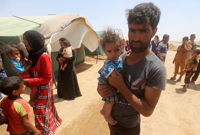 Iraqi families, who fled the city of Ramadi after it was seized by Islamic State (IS) group militants, gather during a sand storm at a camp for the internally displaced in Amriyat al-Fallujah, 30 km south of Fallujah (AFP Photo/Ahmad al-Rubaye)