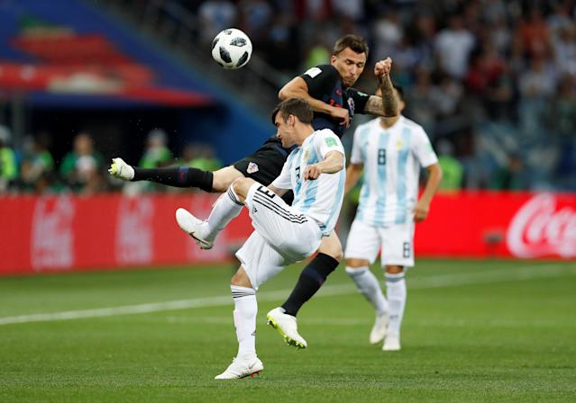 Soccer Football - World Cup - Group D - Argentina vs Croatia - Nizhny Novgorod Stadium, Nizhny Novgorod, Russia - June 21, 2018 Argentina's Nicolas Tagliafico in action with Croatia's Mario Mandzukic REUTERS/Matthew Childs