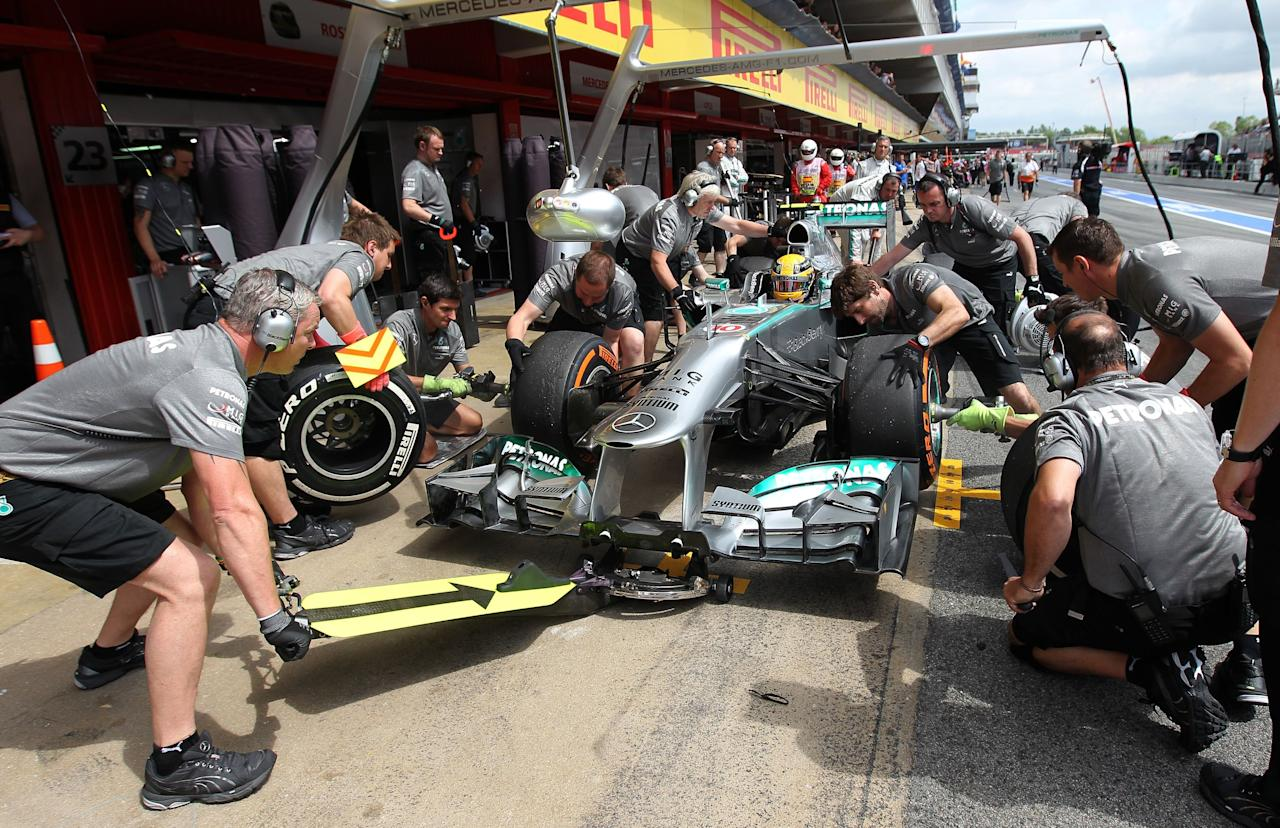 Mercedes Lewis Hamilton has his tyres changed during third practice at the Circuit de Catalunya, Barcelona.