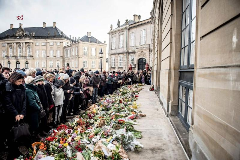 Thousands of people gathered in the Palace Square to pay their respects to Prince Henrik. Photo: Getty Images