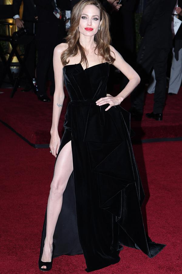 <b>Top 10 Best Fashion Moments Of 2012:</b><br><br>Angelina Jolie – Left Leg At The Oscars <br><br>© Rex
