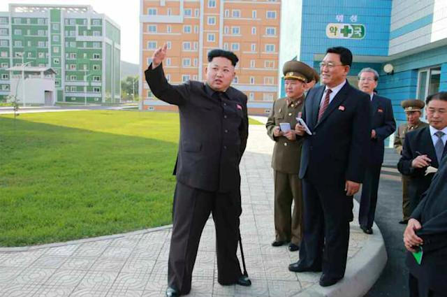 North Korean leader Kim Jong-Un (L), seen during an inspection tour of a newly-built housing complex in Pyongyang, in October 2014 (AFP Photo/-)