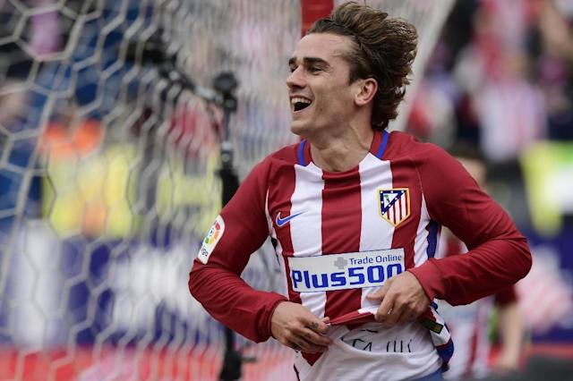 Atletico Madrid's forward Antoine Griezmann celebrates a goal during the Spanish league football match Club Atletico de Madrid vs Valencia CF at the Vicente Calderon stadium in Madrid on March 5, 2017 (AFP Photo/JAVIER SORIANO)