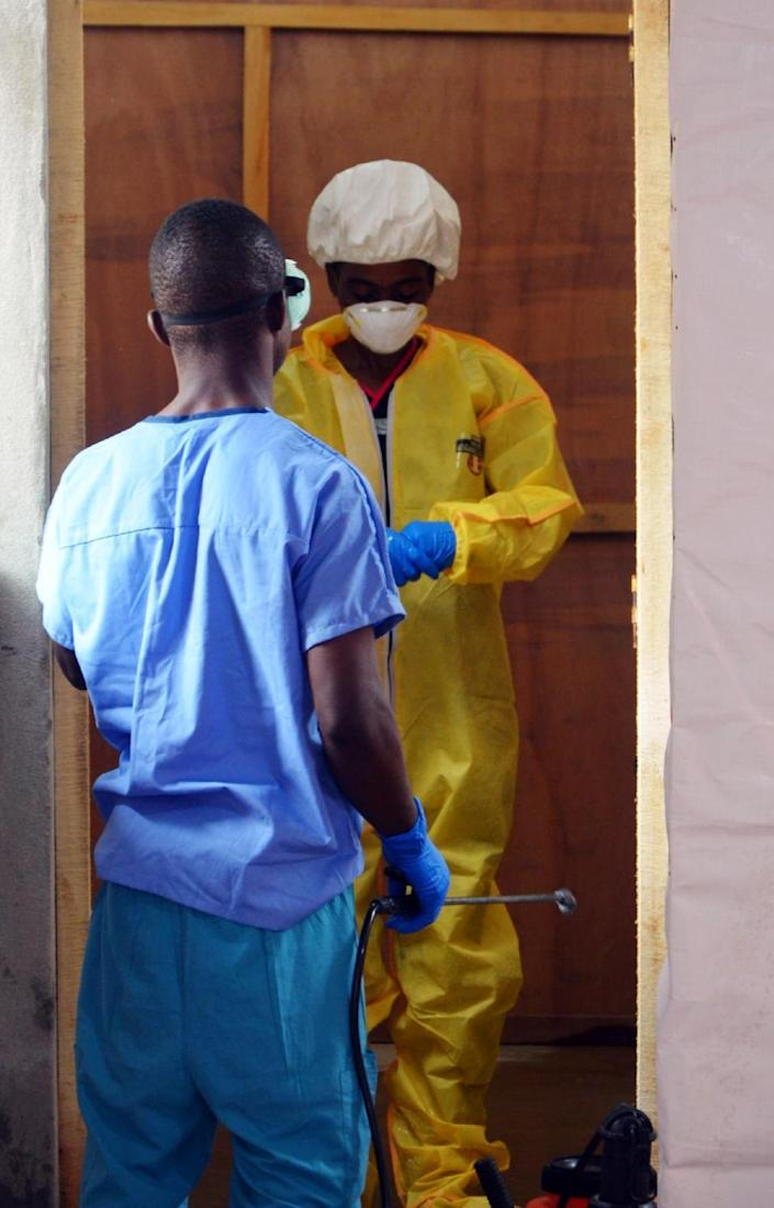 A Samaritan's Purse staff member puts on protective gear in ELWA hospital in the Liberian capital Monrovia on July 24, 2014 (AFP Photo/Zoom Dosso)