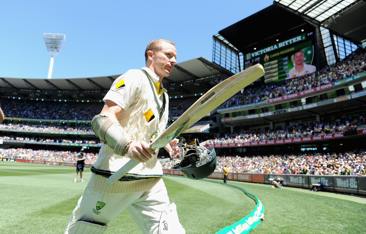 MELBOURNE, AUSTRALIA - DECEMBER 29:  Chris Rogers of Australia leaves the field after making 116 runs during day four of the Fourth Ashes Test Match between Australia and England at Melbourne Cricket Ground on December 29, 2013 in Melbourne, Australia.  (Photo by Gareth Copley/Getty Images)