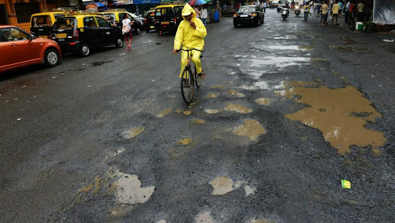 BMC Tells Mumbaikars Not to Fill And Fix Potholes Themselves, Says 'Reach Out to Us Directly'