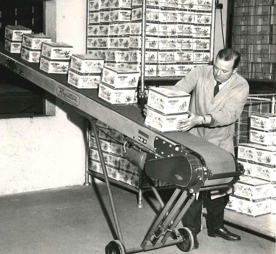 In 1935 George's grandson Joseph founded Burton's Biscuits (Burton's Biscuits)