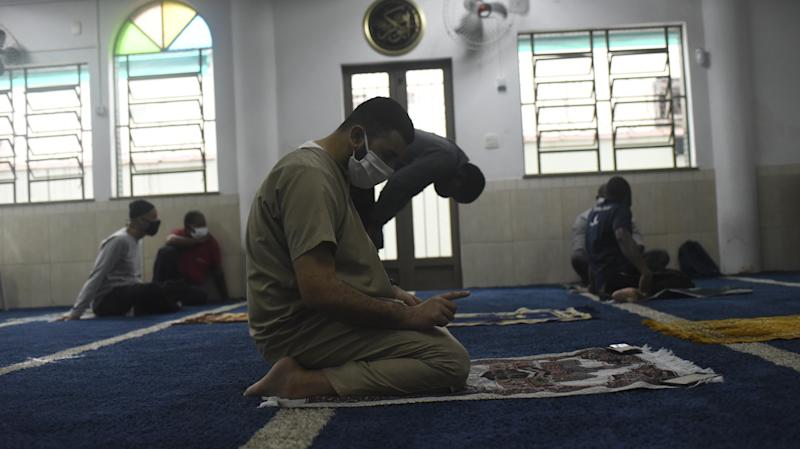 RIO DE JANEIRO, BRAZIL â AUGUST 21: Muslims wearing face masks perform prayer at a mosque next to the Morro do Borel Favela after a four months of closure due to coronavirus (COVID-19) outbreak, in Rio de Janerio on August 21, 2020. Brazil reports 3,532,330 cases of coronavirus and 113,000 deaths. (Photo by Fabio Teixeira/Anadolu Agency via Getty Images)