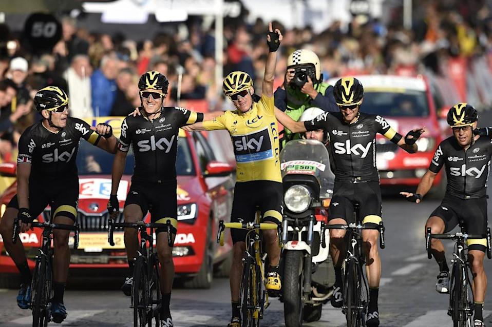 Great Britain's Christopher Froome (C), wearing the overall leader's yellow jersey, arrives with his teammates of the Great Britain's Sky cycling team Great Britain's Ian Stannard (L), Great Britain's Geraint Thomas (2nd L), Netherlands' Wouter Poels (2nd R) and Australia's Richie Porte (R) as they cross the finish line on the Champs-Elysees avenue at the end of the 109,5 km twenty-first and last stage of the 102nd edition of the Tour de France cycling race on July 26, 2015, between Sevres and Paris. AFP PHOTO / ERIC FEFERBERG (AFP Photo/ERIC FEFERBERG)