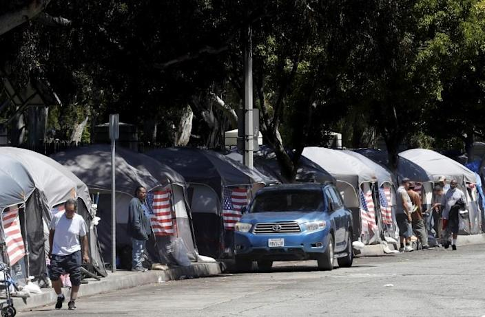 LOS ANGELES, CALIF. - JULY 4, 2020. American flags decorate tents at an encampment of homeless veterans along San Vicente Boulevard in Brentwood on Saturday, July 4, 2020. (Luis Sinco/Los Angeles Times)