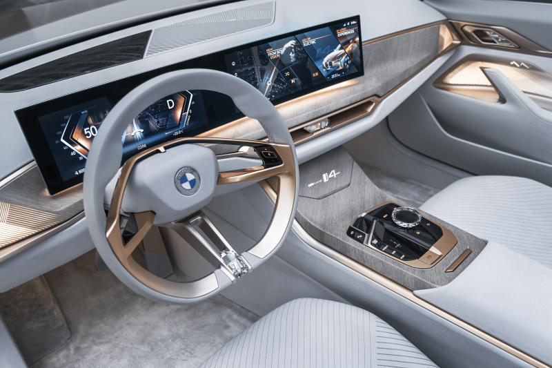 bmw i4 inside screen