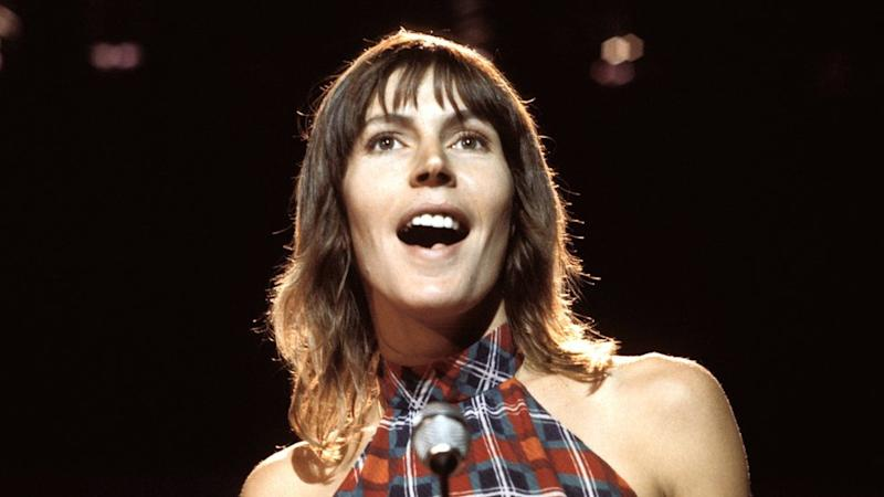 Helen Reddy on stage in London in 1975
