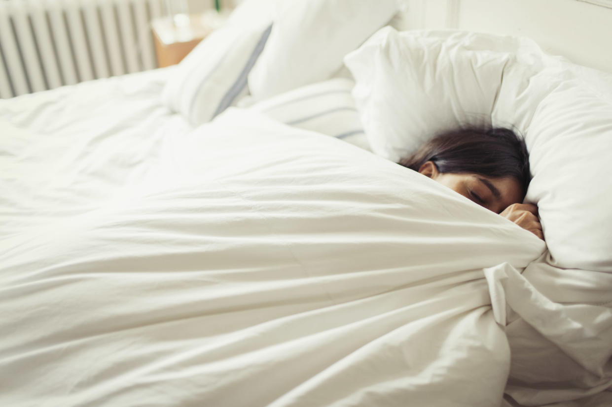 Getting too hot in bed can make it difficult to fall asleep. [Photo: Getty]