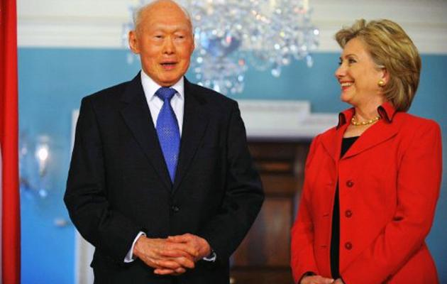 Former Minister Mentor Lee Kuan Yew refutes claims he called Islam 'venemous' during a meeting with US Senator Hillary Clinton in 2005. This photo shows Lee and Clinton at a meeting in 2009. (AFP file photo)