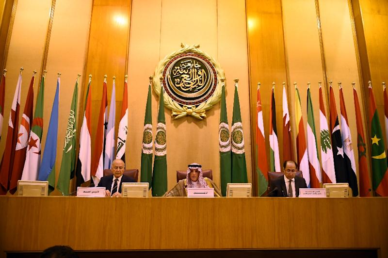 Saudi Foreign Minister Adel al-Jubeir (C) and Arab League secretary-general Ahmed Aboul Gheit (L) attend an Arab League meeting in Cairo on May 17, 2018 (AFP Photo/MOHAMED EL-SHAHED                   )