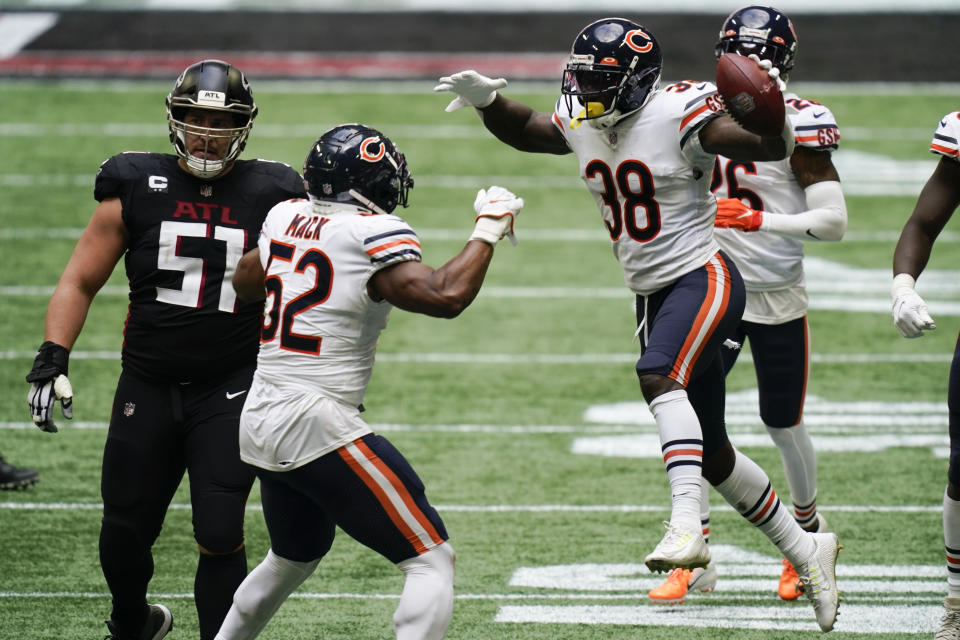Chicago Bears strong safety Tashaun Gipson celebrates his interception.