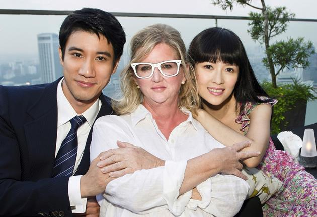 """Wang Leehom, Dennie Gordon and Zhang Ziyi on the set of the film """"My Lucky Star""""."""