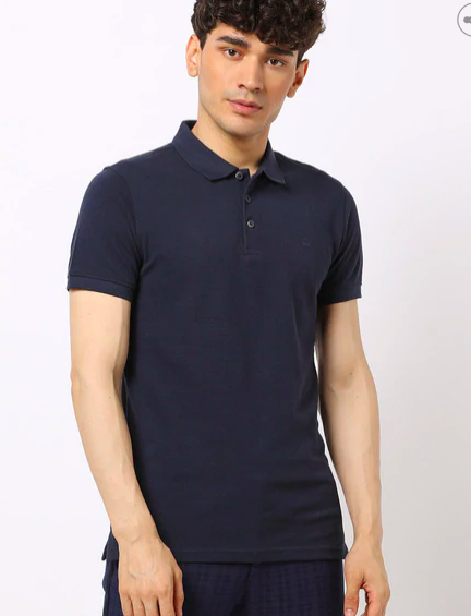 "<a href=""https://fave.co/33vJf67"">BUY HERE</a> Slim-fit textured polo t-shirt in navy blue, by United Colors of Benetton from Ajio, for a discounted price of Rs. 779"