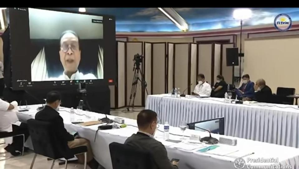 Chief Presidential Legal Counsel Salvador Panelo speaks with members of the Cabinet on June 7, 2021 (PCOO)