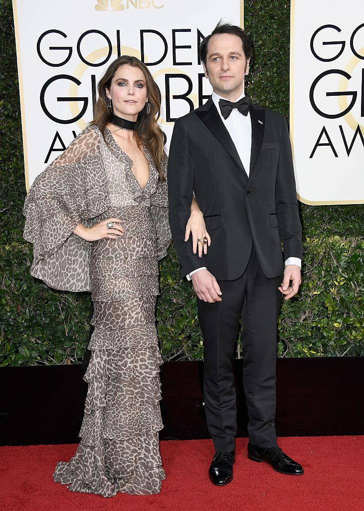 The always low-key Keri Russell makes her way into the ballroom with Matthew Rhys. (Photo: Getty Images)