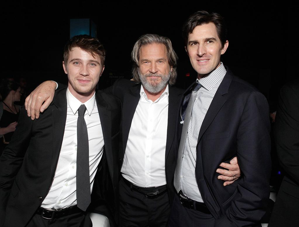 "<a href=""http://movies.yahoo.com/movie/contributor/1808488304"">Garrett Hedlund</a>, <a href=""http://movies.yahoo.com/movie/contributor/1800011634"">Jeff Bridges</a> and <a href=""http://movies.yahoo.com/movie/contributor/1810096462"">Joseph Kosinski</a> attend the Los Angeles premiere of <a href=""http://movies.yahoo.com/movie/1810096458/info"">TRON: Legacy</a> on December 11, 2010."