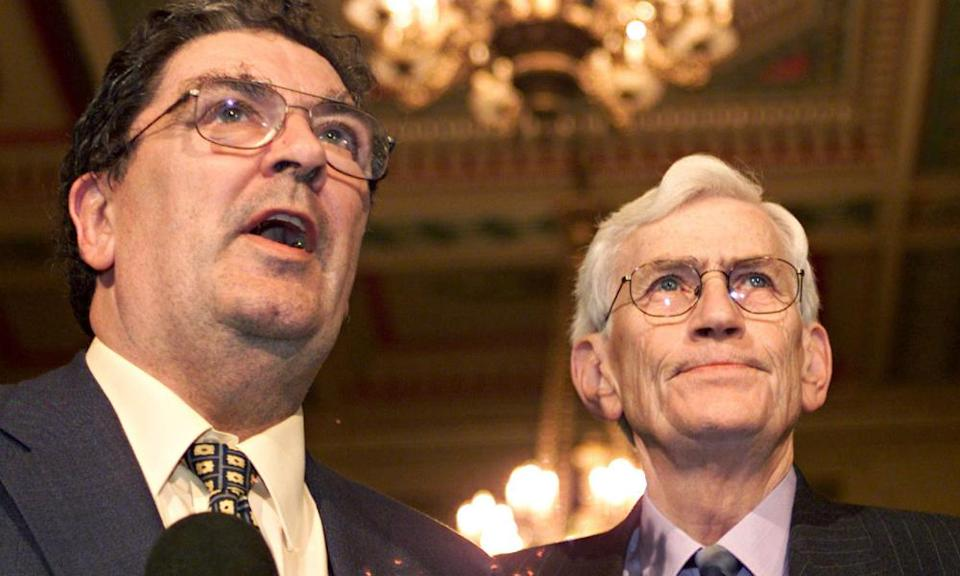 Seamus Mallon, right, and the SDLP leader, John Hume, addressing the media at Stormont in 1999.