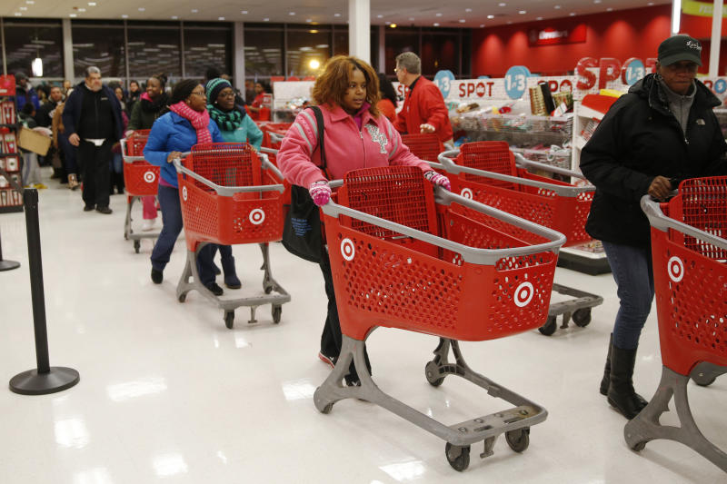 Thanksgiving Day shoppers line up to start shopping at a Target store in Chicago, November 27, 2014. REUTERS/Andrew Nelles (UNITED STATES - Tags: BUSINESS SOCIETY)