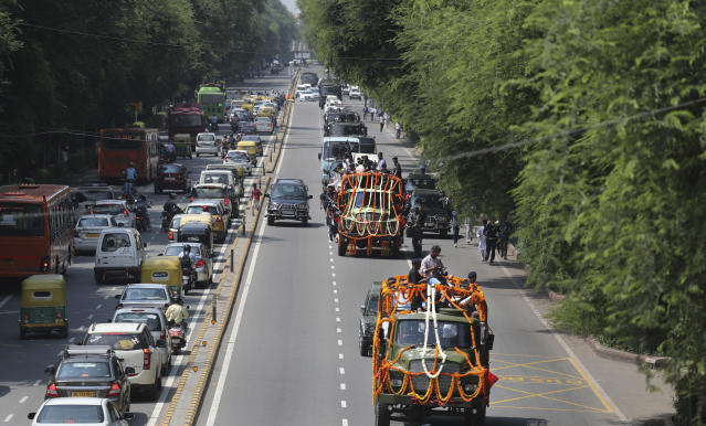 <p>The body of former Indian prime minister Atal Bihari Vajpayee, center, is taken in full state honor to the Bharatiya Janata party office for people to pay their last tributes in New Delhi, India, Friday, Aug. 17, 2018. </p>