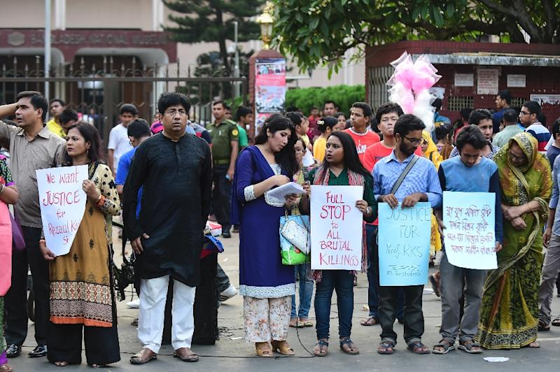 Protesters demonstrate against the killing of a university professor in Dhaka on April 29, 2016 -- there has been a wave of murders of liberals, secular activists and religious minorities by suspected Islamist militants in Bangladesh (AFP Photo/)