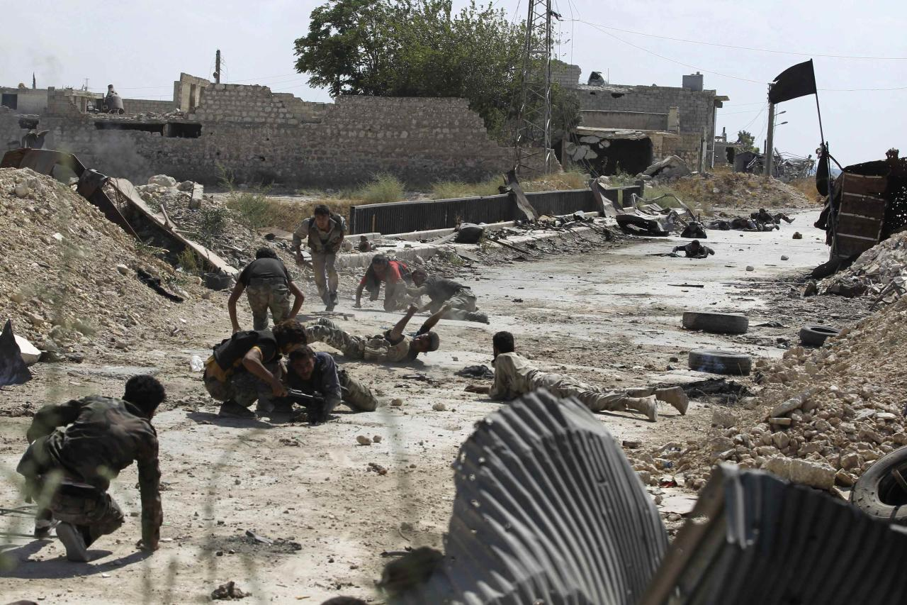 Free Syrian Army fighters take cover from snipers by crawling on the front line in Aleppo's Sheikh Saeed neighbourhood September 21, 2013. REUTERS/Molhem Barakat (SYRIA - Tags: POLITICS CIVIL UNREST CONFLICT TPX IMAGES OF THE DAY)