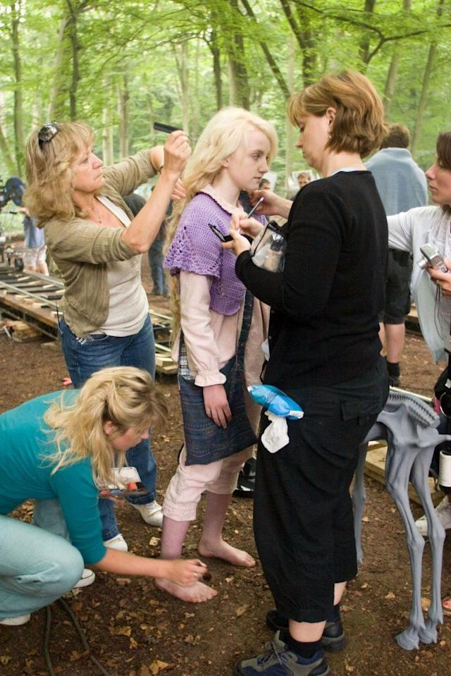 Evanna Lynch (center), on the set of <em>Harry Potter and the Order of the Phoenix</em>, 2007. (Photo: Warner Bros./Courtesy Everett Collection)