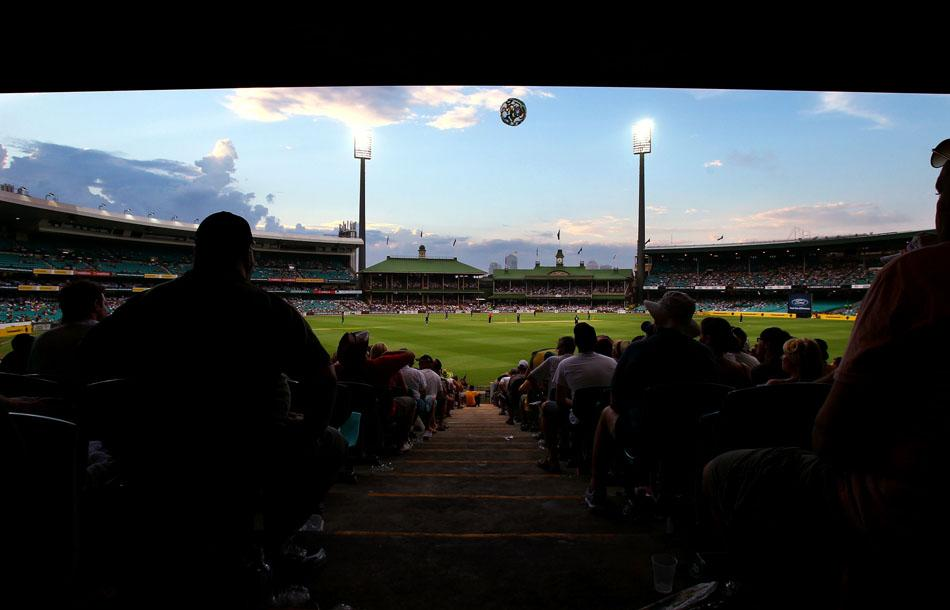SYDNEY, AUSTRALIA - FEBRUARY 02: A general view of the SCG during game six of the Commonwealth Bank One Day International Series between Australia and England at Sydney Cricket Ground on February 2, 2011 in Sydney, Australia.  (Photo by Mark Nolan/Getty Images)