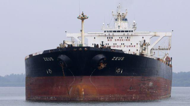 Panamanian-flagged crude oil tanker Zeus anchors at Raffles Anchorage, about 14 km (8.7 miles) south of Singapore September 9, 2012. Picture taken September 9, 2012. REUTERS/Tim Chong (SINGAPORE - Tags: BUSINESS MARITIME TRANSPORT ENERGY) - RTR37RE8