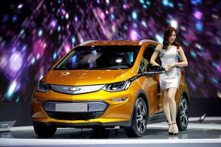 FILE PHOTO: A model poses with a Chevrolet Bolt EV during the 2017 Seoul Motor Show in Goyang, South Korea, March 31, 2017.  REUTERS/Kim Hong-Ji/File Photo
