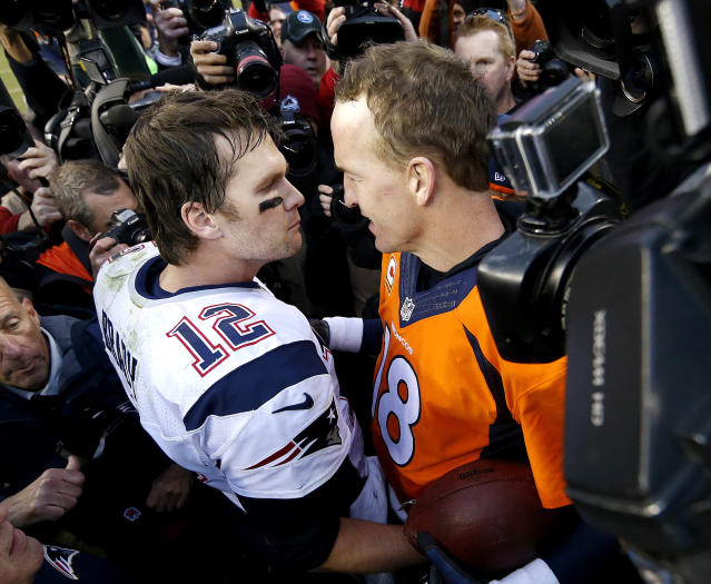 "<a class=""link rapid-noclick-resp"" href=""/nfl/players/5228/"" data-ylk=""slk:Tom Brady"">Tom Brady</a> and Peyton Manning exchange pleasantries after the AFC title game in 2016. Will Brady borrow a page from Manning's playbook when it comes to a free-agency tour? (AP Photo/David Zalubowski, File)"