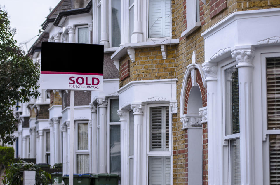 Allsopp and Spencer have some top tips for property buyers and sellers. (Getty Images)