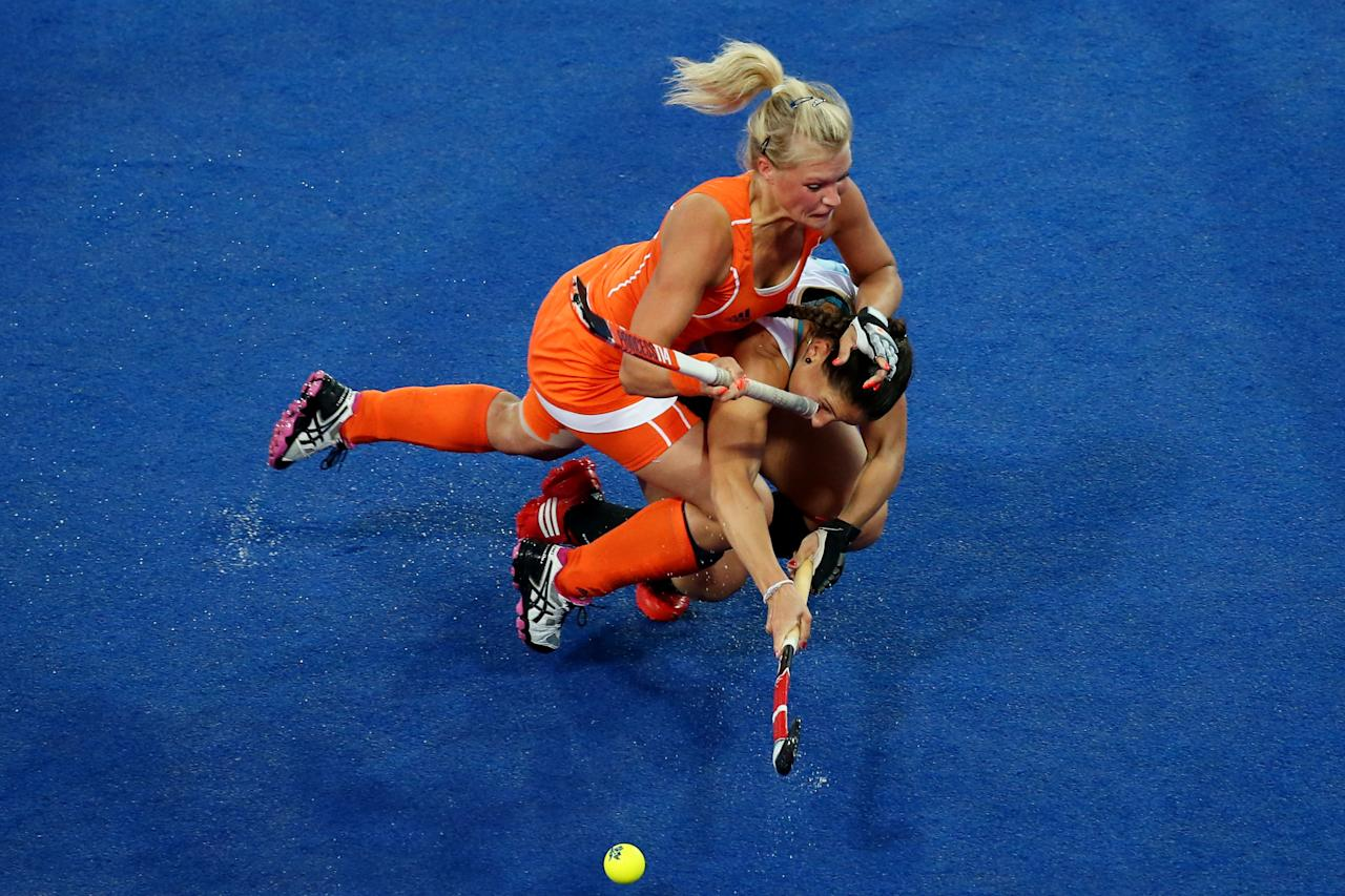 LONDON, ENGLAND - AUGUST 10:  Sophie Polkamp #21 of Netherlands collides with Sofia Maccari #19 of Argentina during the first half of the Women's Hockey gold medal match on Day 14 of the London 2012 Olympic Games at Hockey Centre on August 10, 2012 in London, England.  (Photo by Daniel Berehulak/Getty Images)