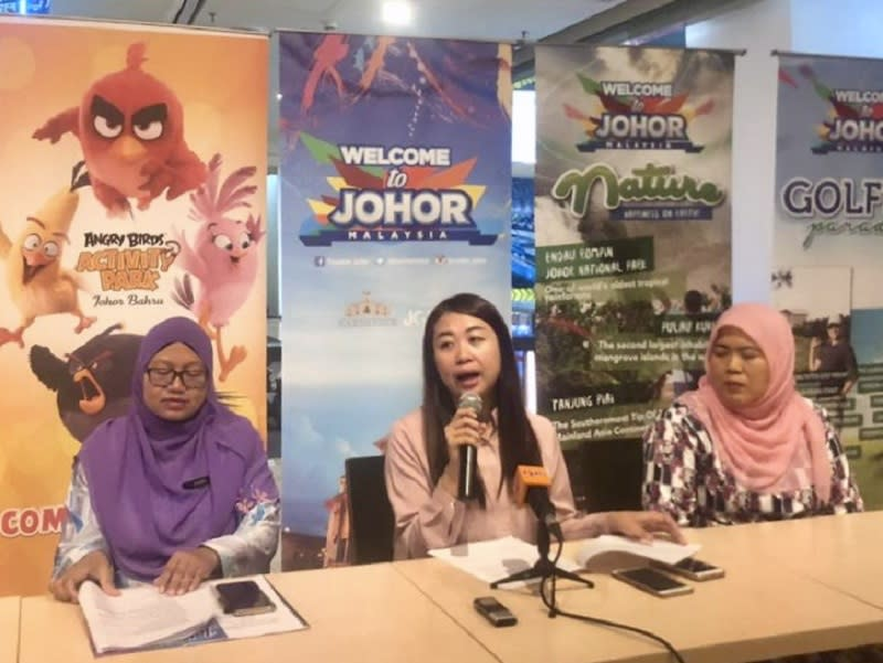 Johor Tourism, Women, Family and Community Development Committee chairman Liow Cai Tung (centre) during the soft launch of the Visit Johor 2020 logo and mascot campaign at Komtar JBCC in Johor Baru August 13, 2019. — Picture by Ben Tan