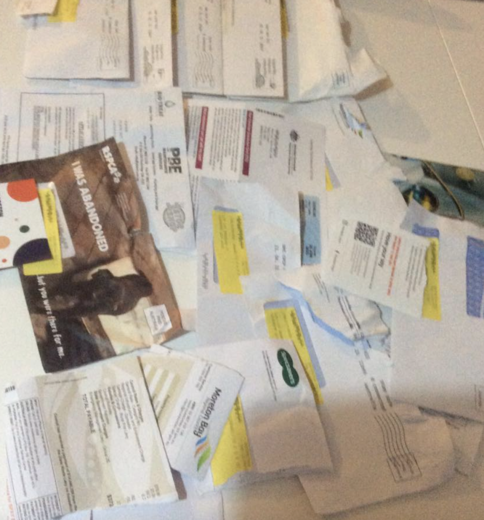 The mail which the woman received all at once. Source: Facebook