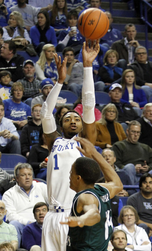 Kentucky's James Young (1) shoots under pressure from Eastern Michigan's Karrington Ward during the first half of an NCAA college basketball game on Wednesday, Nov. 27, 2013, in Lexington, Ky. (AP Photo/James Crisp)