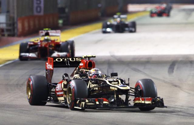 Lotus F1 Formula One driver Romain Grosjean of France races during the Singapore F1 Grand Prix at the Marina Bay street circuit in Singapore September 22, 2013. REUTERS/Edgar Su (SINGAPORE - Tags: SPORT MOTORSPORT F1)