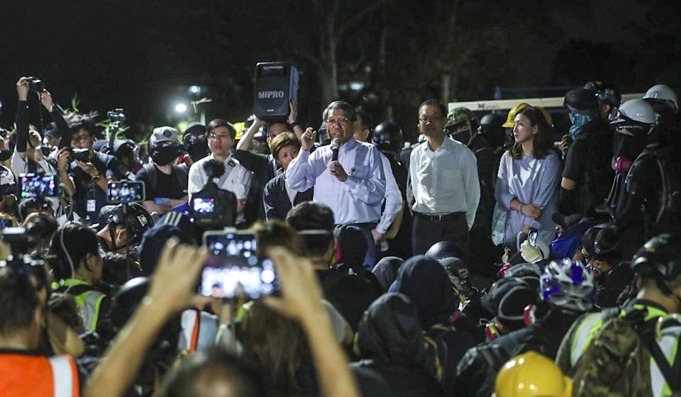 Rocky Tuan (centre) meets protesters on campus after clashes with police. Photo: Sam Tsang