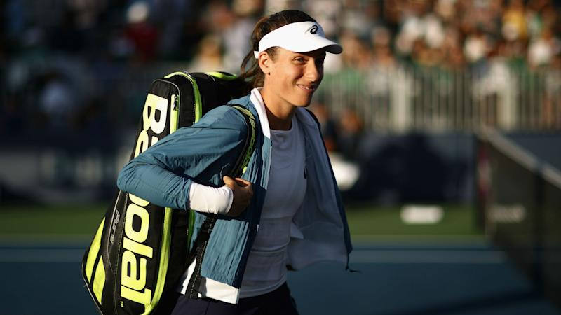 How was Serena Williams beaten so comprehensively by Johanna Konta?